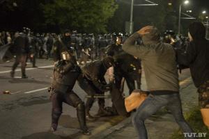 В столице Беларуси продолжаются жесткие задержания