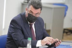 Данілов впевнений, що дефіциту масок в Україні більше не буде