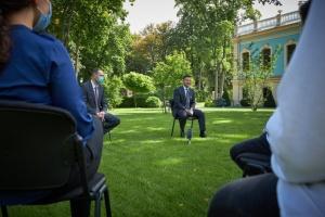 Зеленский за предоставление президентских стипендий выпускникам, которые лучше сдали ВНО