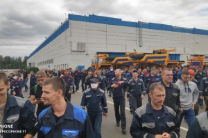 БелАЗ і не тільки: до страйку у Білорусі підключаються великі підприємства