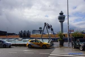В аеропорту Амстердама ввели бесплатные тесты на COVID-19