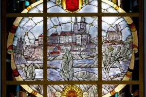 Экспозиции винницкого музея дополняют яркими витражами