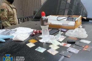 В Одесі блокували контрабанду екстазі у посилках із косметикою