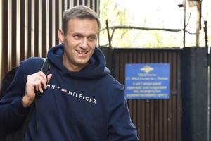 В Берлине не комментируют ситуацию с бутылкой, из которой пил Навальный