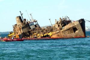 Суд признал за Украиной право собственности на аварийный танкер Delfi