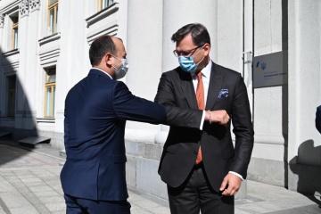 Les ministres des Affaires étrangères de l'Ukraine et de la Moldavie entament des pourparlers à Kyiv