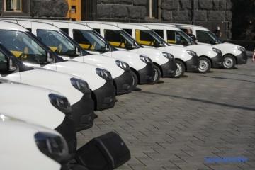 PM Shmyhal hands over cars for Ukrposhta mobile offices