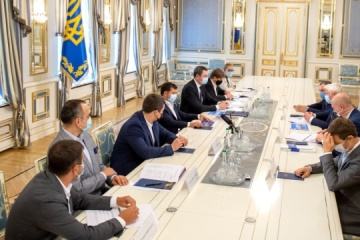 President says to investors he supports projects that improve image of Ukraine