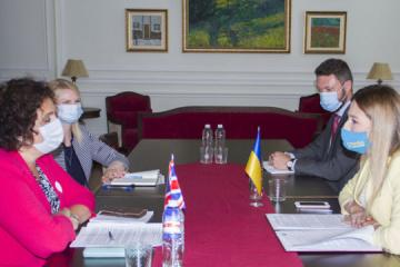"""Dzhaparova y Simmons tratan la creación de una """"Plataforma de Crimea"""""""