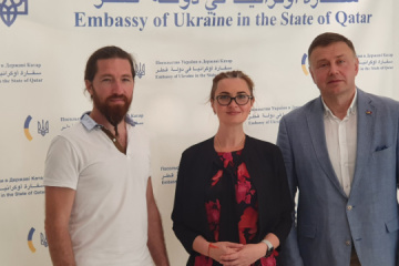 Ukraine's ambassador meets with famous Ukrainian artists in Qatar