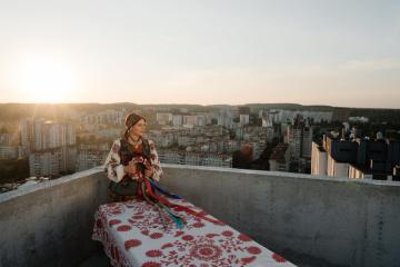La ganadora de La Voz del País, Oksana Mukha, presenta su vídeo debut