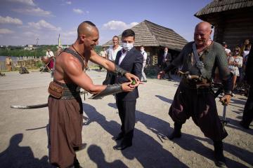 Cómo cosacos ponen a prueba el coraje de Zelensky