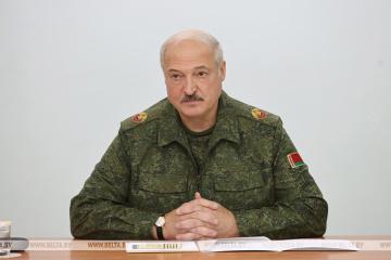 Лукашенко наказав закрити кордон Білорусі