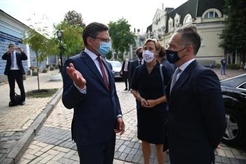 El ministro Kuleba invita a Alemania a unirse a la plataforma para la de-ocupación de Crimea