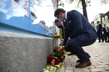 Dmytro Kuleba et Heiko Maas ont déposé des fleurs au pied du mur du souvenir des personnes mortes pour l'Ukraine