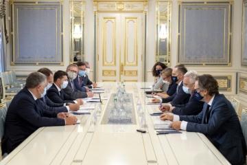 Zelensky trata con Maas los preparativos para la Cumbre Normandía