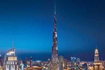 Burj Khalifa luce con los colores de la bandera ucraniana