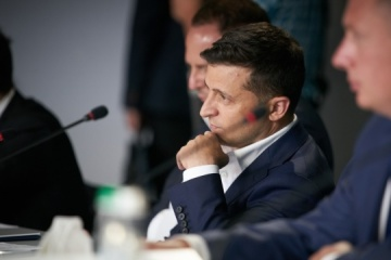Zelensky meets with chief sanitary doctor to discuss start of vaccination in Ukraine