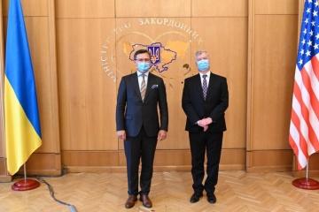 Kuleba y Biegun deliberan sobre la cooperación y la situación en Belarús