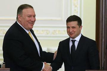 Zelensky trata con Pompeo sobre el Donbás y Belarús