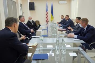 Biegun asegura a Zelensky que Ucrania tiene el apoyo bipartidista en Estados Unidos