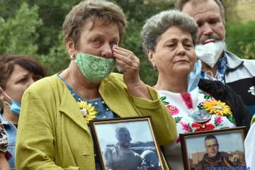Families of servicemen killed near Ilovaisk, Debaltseve picket Russian embassy in Kyiv