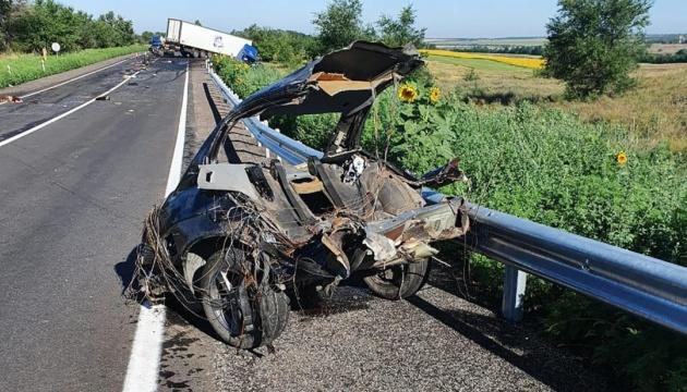 На Запоріжжі легковик зіткнувся з вантажівкою, четверо загиблих