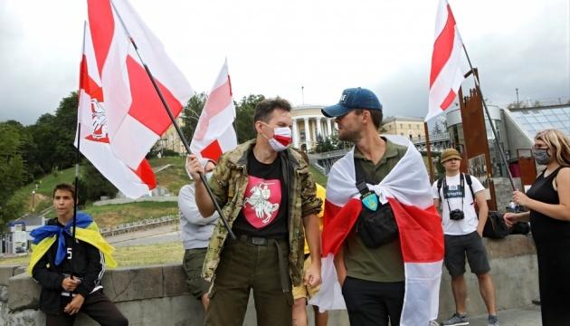 У Києві відбулася акція на підтримку чесних виборів президента Білорусі