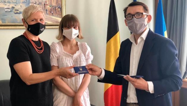 В посольстві в Бельгії вручили посвідчення закордонних українців