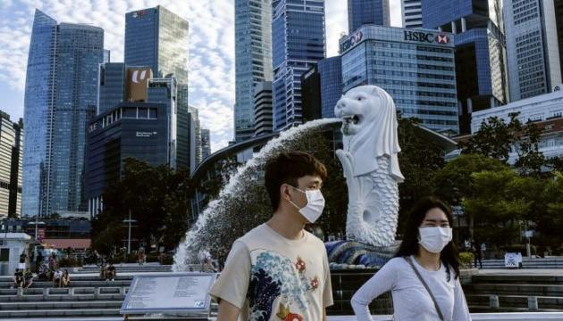 У Сінгапурі приїжджим одягатимуть