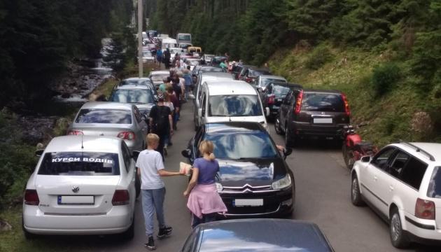 Туристичний бум у Карпатах: як замість відпочинку не опинитися в заторі