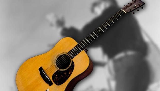 Гітару Елвіса Преслі продали за рекордні $1,32 мільйона