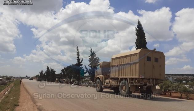 Туреччина відправила в Сирію колону з 30 військових машин