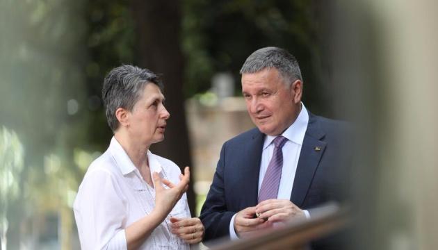 Аваков обсудил с матерью Маркива подготовку к апелляции на приговор суда Италии