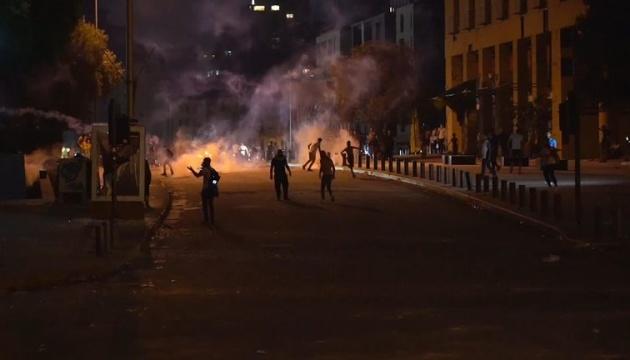 В Бейруте - протесты, требуют отставки правительства