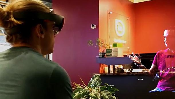 В США создали устройство, позволяющее общаться с голограммой