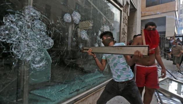 В Бейруте демонстранты пытались поджечь здание парламента