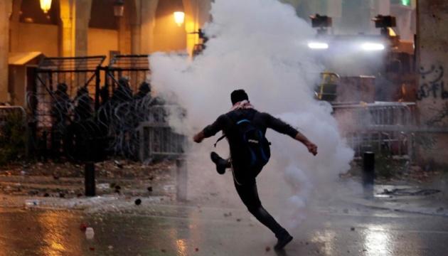 В Бейруте демонстранты пытались прорваться в парламент