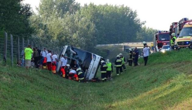 В Венгрии перевернулся автобус с туристами, есть погибший