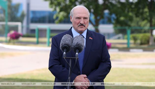 В Беларусь накануне выборов не пустили 170 иностранцев с поддельными документами - Лукашенко
