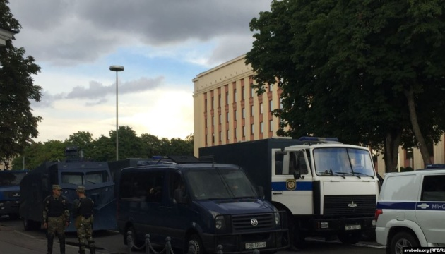 Вибори в Білорусі: центр Мінська перекритий, людей почали затримувати