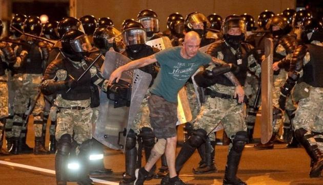 Парламент Білорусі вважає адекватними дії силовиків проти протестувальників