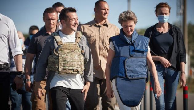 Президентка Швейцарії досі вражена від поїздки на Донбас – надіслала листа Зеленському