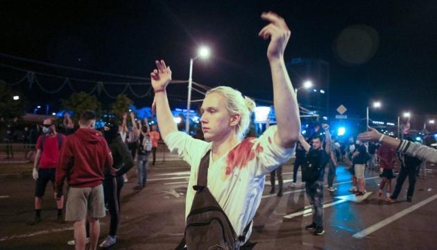 Вторая протестная ночь в Беларуси: силовики снова жестоко разгоняли людей