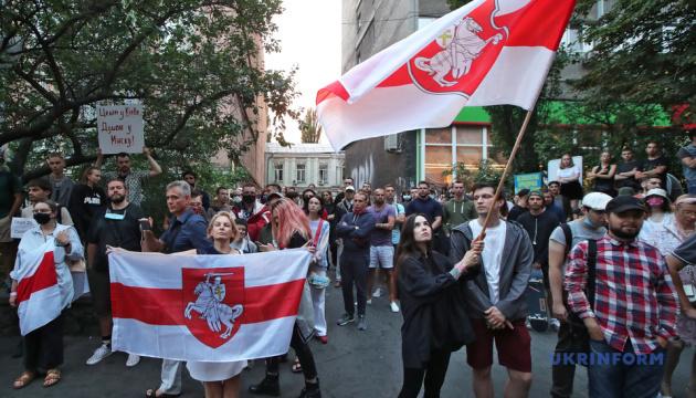 キーウ市内でベラルーシの抗議者支持集会開催