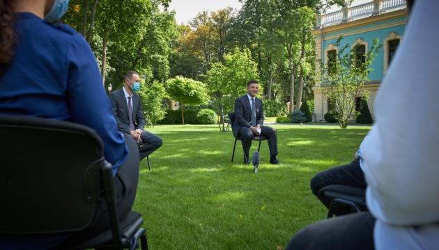 Зеленський підтримує надання президентських стипендій випускникам, які найкраще склали ЗНО