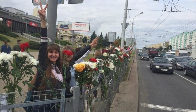 Frauen bilden Ketten der Solidarität in Minsk