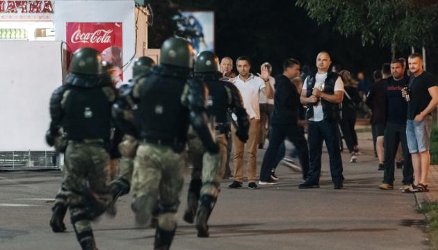Посольство США у Білорусі закликало зупинити затримання журналістів