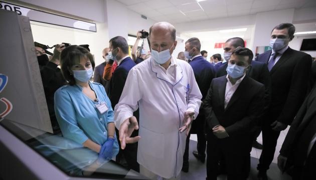 Зеленський перевірив, як ремонтують лікарню в Борисполі