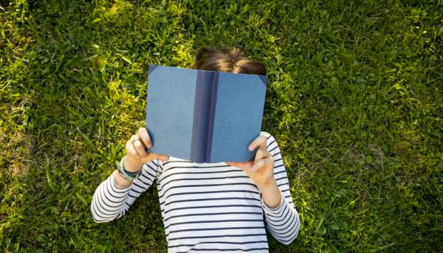 Поки літо не скінчилося: що почитати у серпні